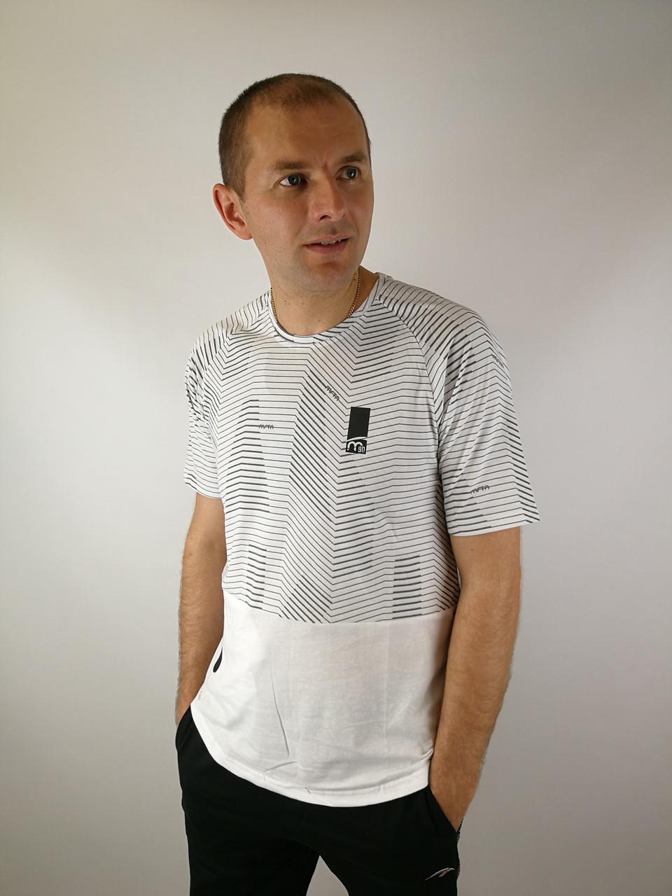 Белая  трикотажная футболка