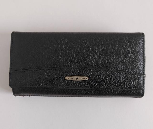 фотография женский кожаный кошелек черного цвета