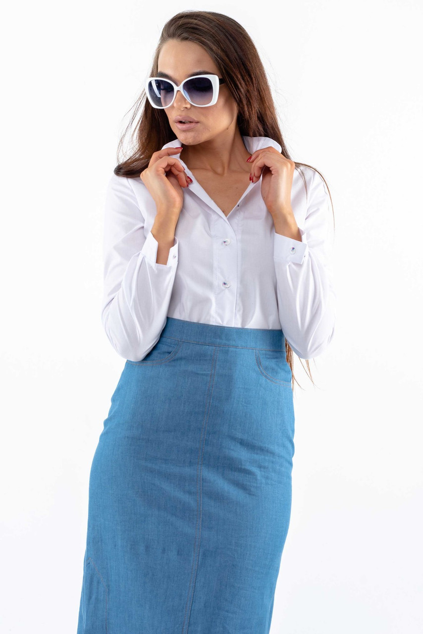 Универсальный офисный юбочный костюм с рубашкой Dana Derbi (42–52) белый/джинс, фото 4