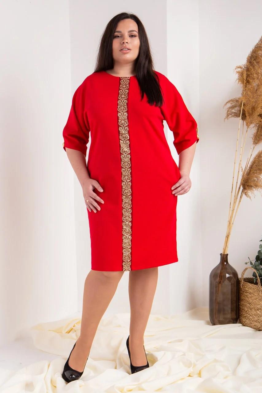 Шикарное красное платье с кружевом