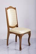 Деревянные стулья.