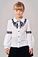 Чарівна дитяча блузка для школи стилі Кармен зі вставками мережива білий+чорний