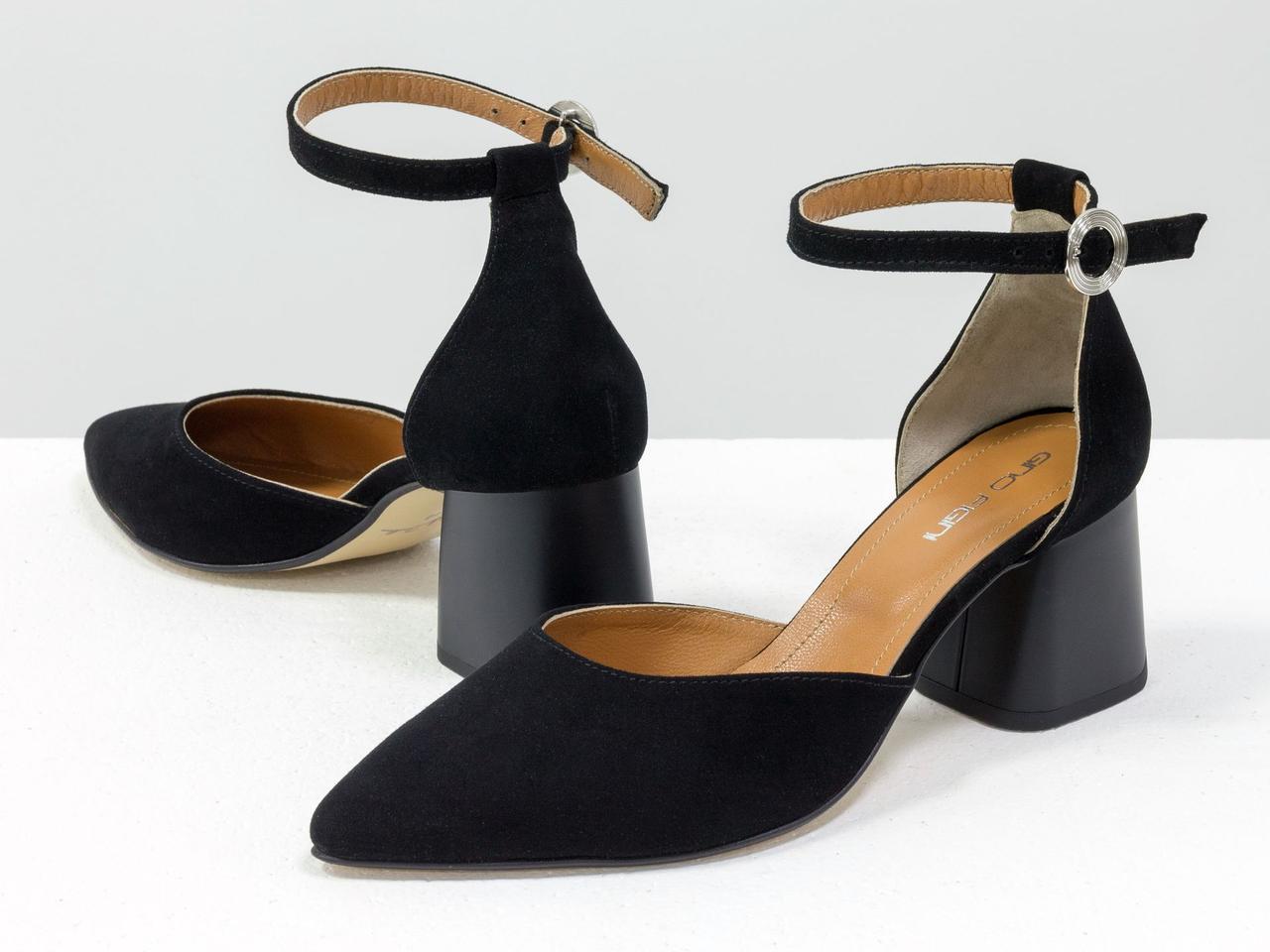 Классические замшевые черные туфли на расклешенном невысоком матовом каблуке