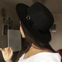 Стильная шляпа федора черная с широкими полями классическая трендовая фетровая