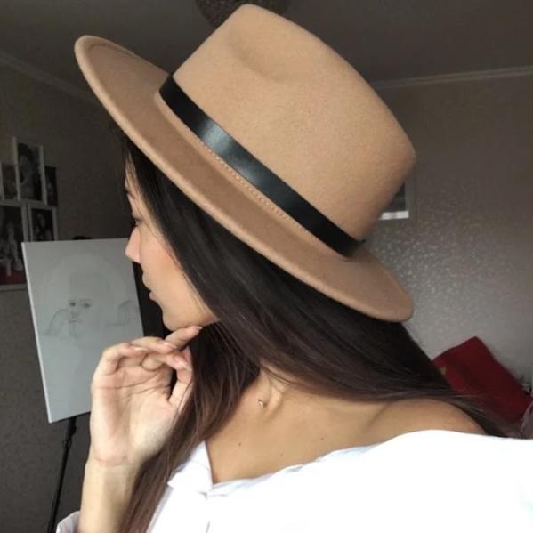 Шляпа федора женская бежевая кемел с широкими полями классическая трендовая фетровая