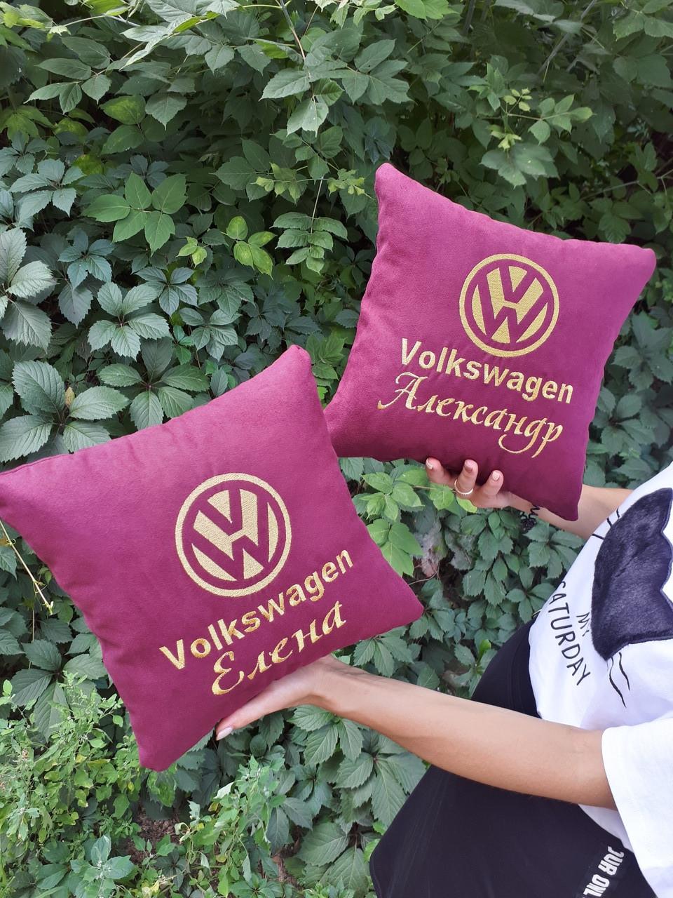 Автомобильная подушка с добавлением имени владельца