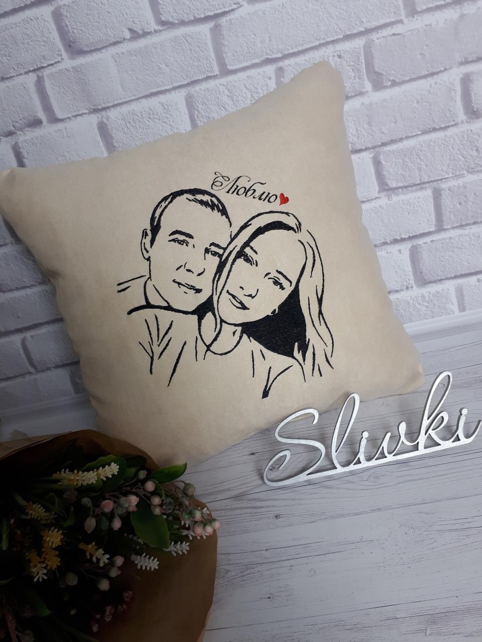 Подушка с вышитой фотографией