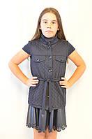 Красивая недорогая трикотажная синяя кофта-жилетка для девочки .