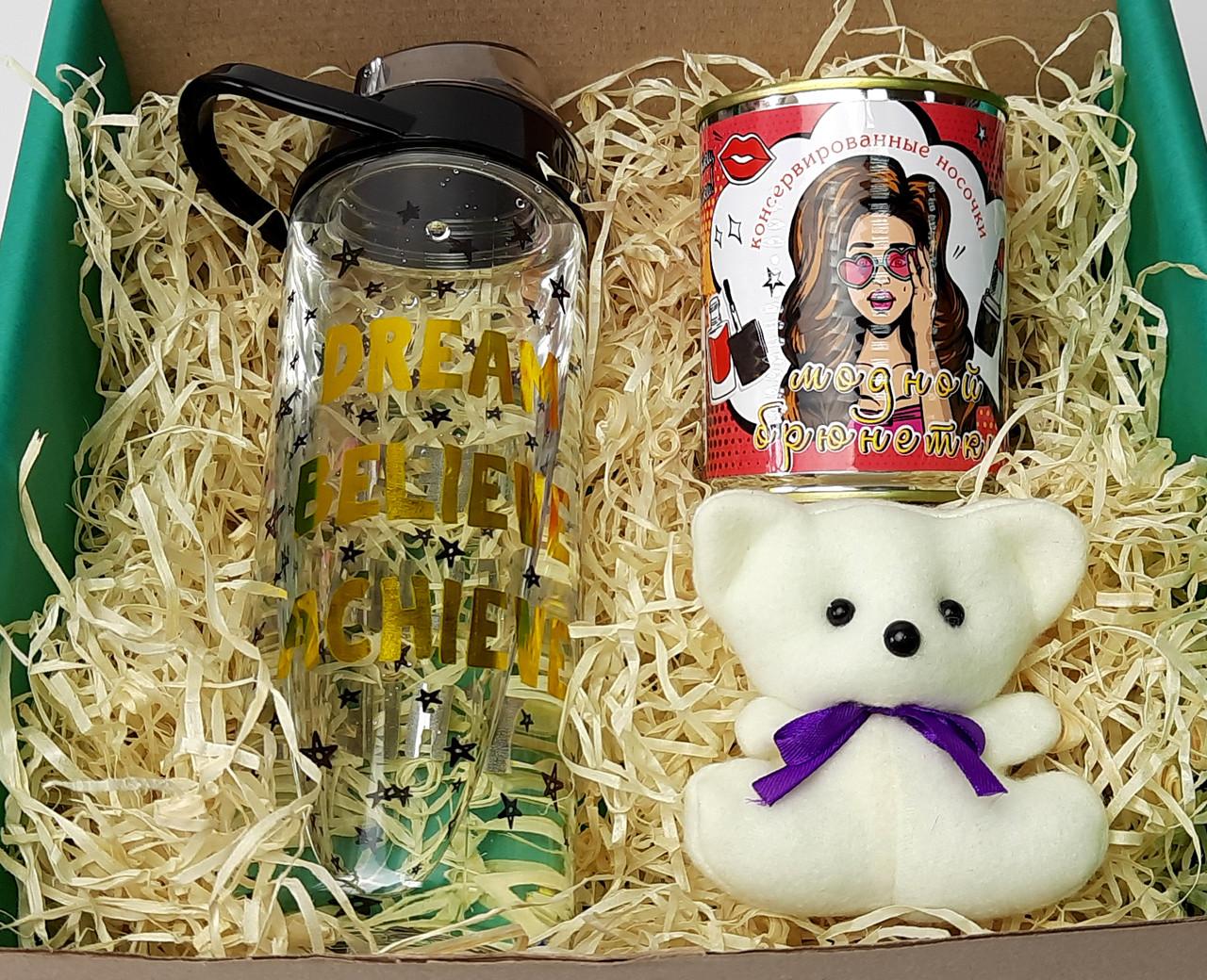 """Подарочный набор женский """"Модной брюнетки"""": бутылка для воды, консервированные носочки, игрушка мишка-талисман"""