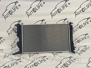 Радиатор охлаждения Рено Меган 3 Радіатор Renault Megane III Радіатор охолодження двигуна Renault Megane