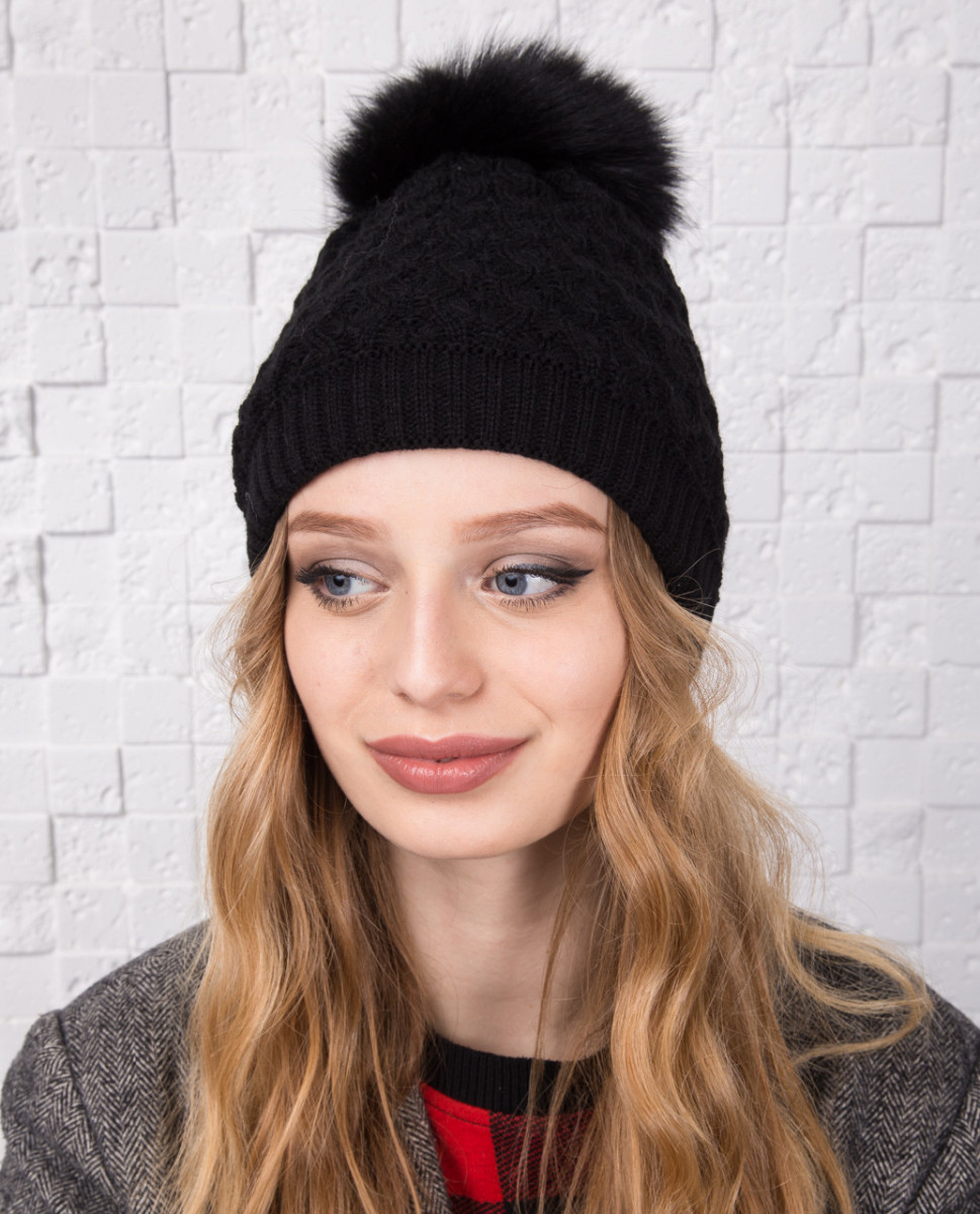 Вязанная женская шапка с меховым помпоном на зиму - Артикул 12А (черный)