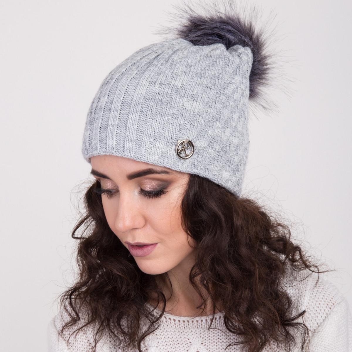 Женская вязанная шапка с меховым помпоном - зима 2018 - Артикул 2148 (серый)
