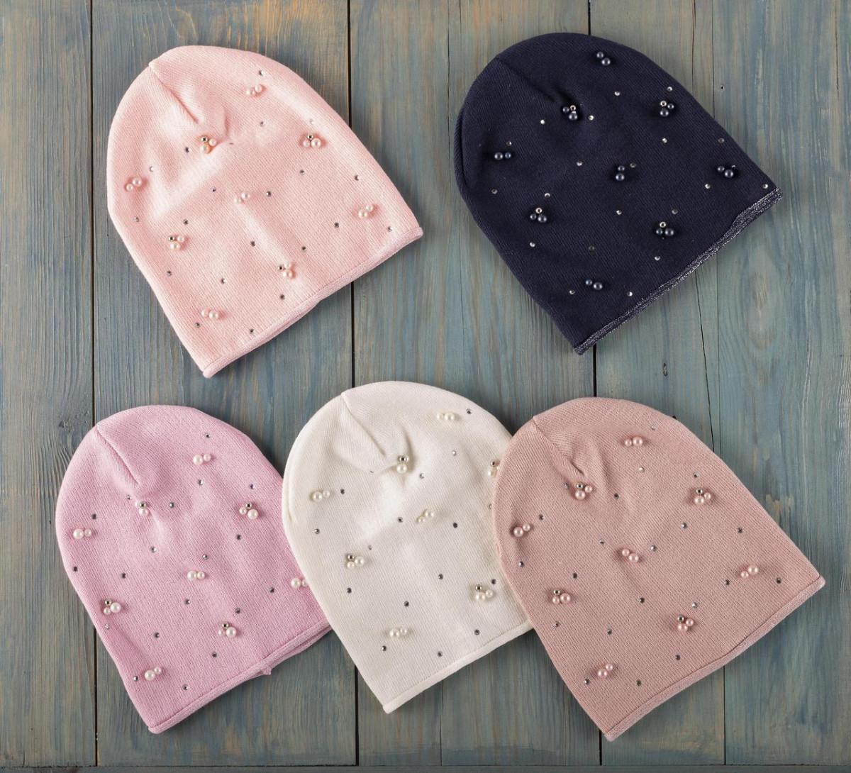 Модная шапка для девочки на осень с бусинками и стразами оптом - Артикул 2537