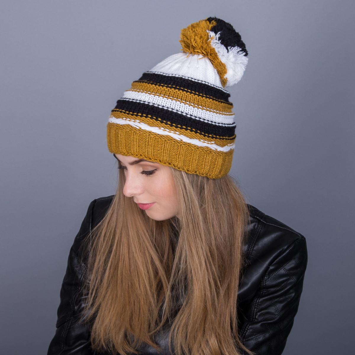 Молодежная зимняя женская шапка с помпоном из ангорки - Артикул 7047