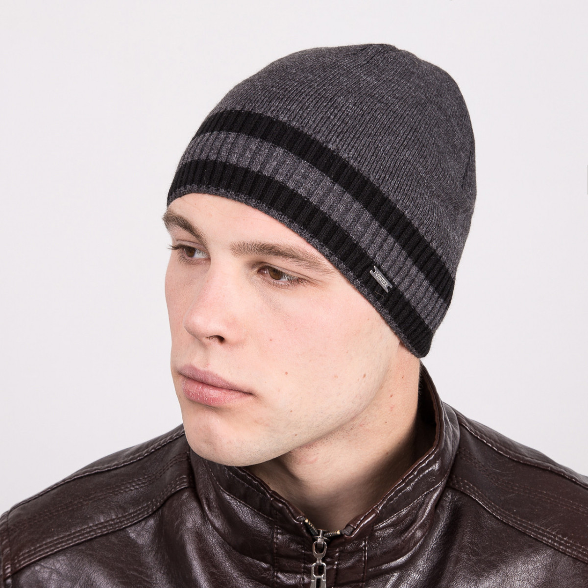 Мужская стильная вязаная шапка в полоску - Артикул m23