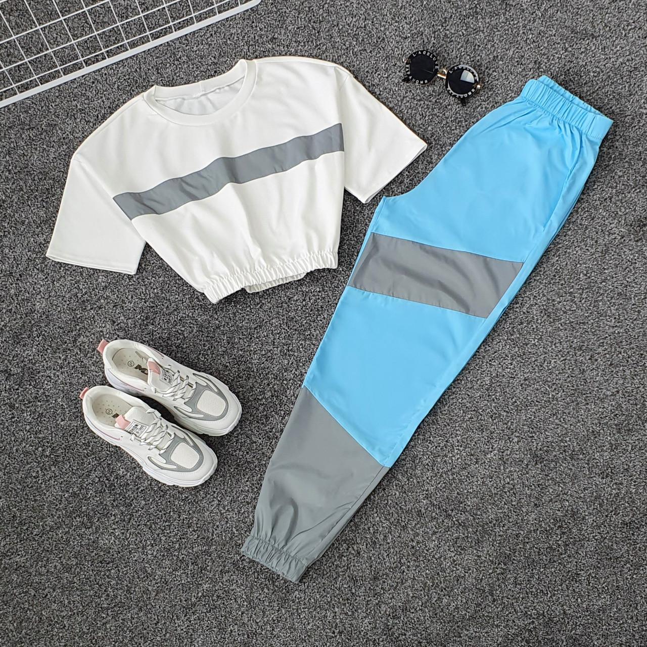 Женский летний спортивный костюм с укороченной футболкой на резинке и штанами со светоотражающими вставками 66spt925Q