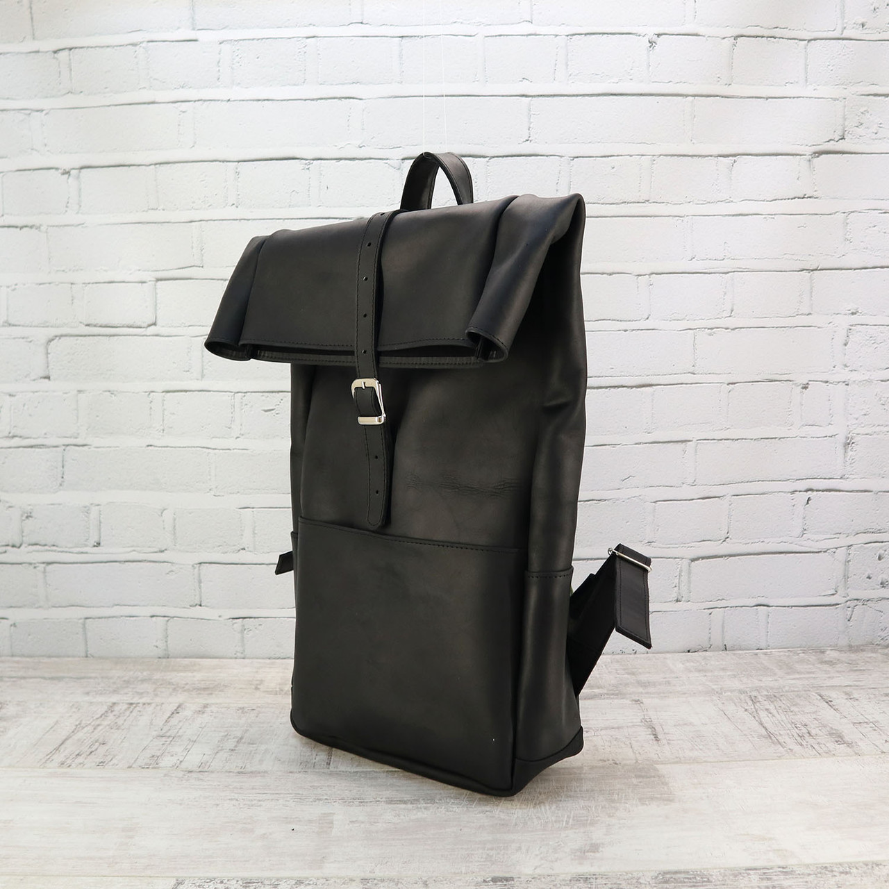 Рюкзак roll чёрный из натуральной кожи crazy horse