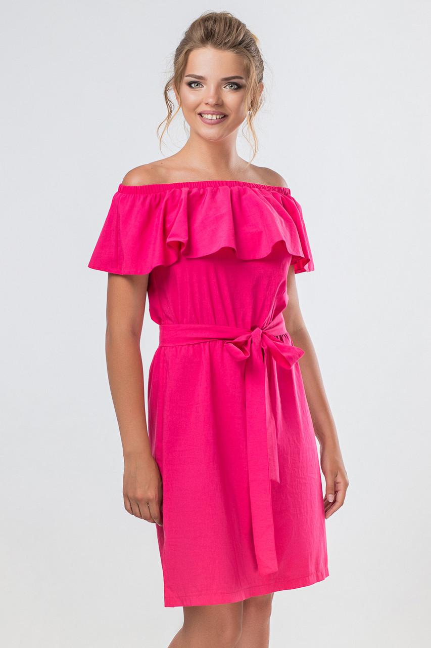 Малиновое платье с воланом