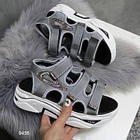 Модные женские босоножки сандалии спортивные на массивной белой подошве Jintu серые фила
