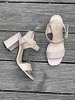 Женские бежевые  кожаные босоножки на высоком каблуке
