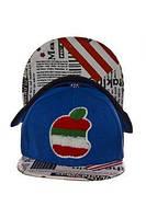 Кепка детская, которая имеет яркую нашивку в виде яблока, фото 1
