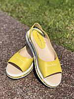 Женские босоножки желтые сандалии кожаные