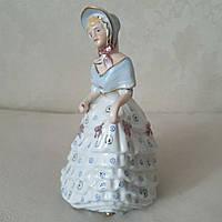 Фарфоровая статуэтка дама с цветами Германия