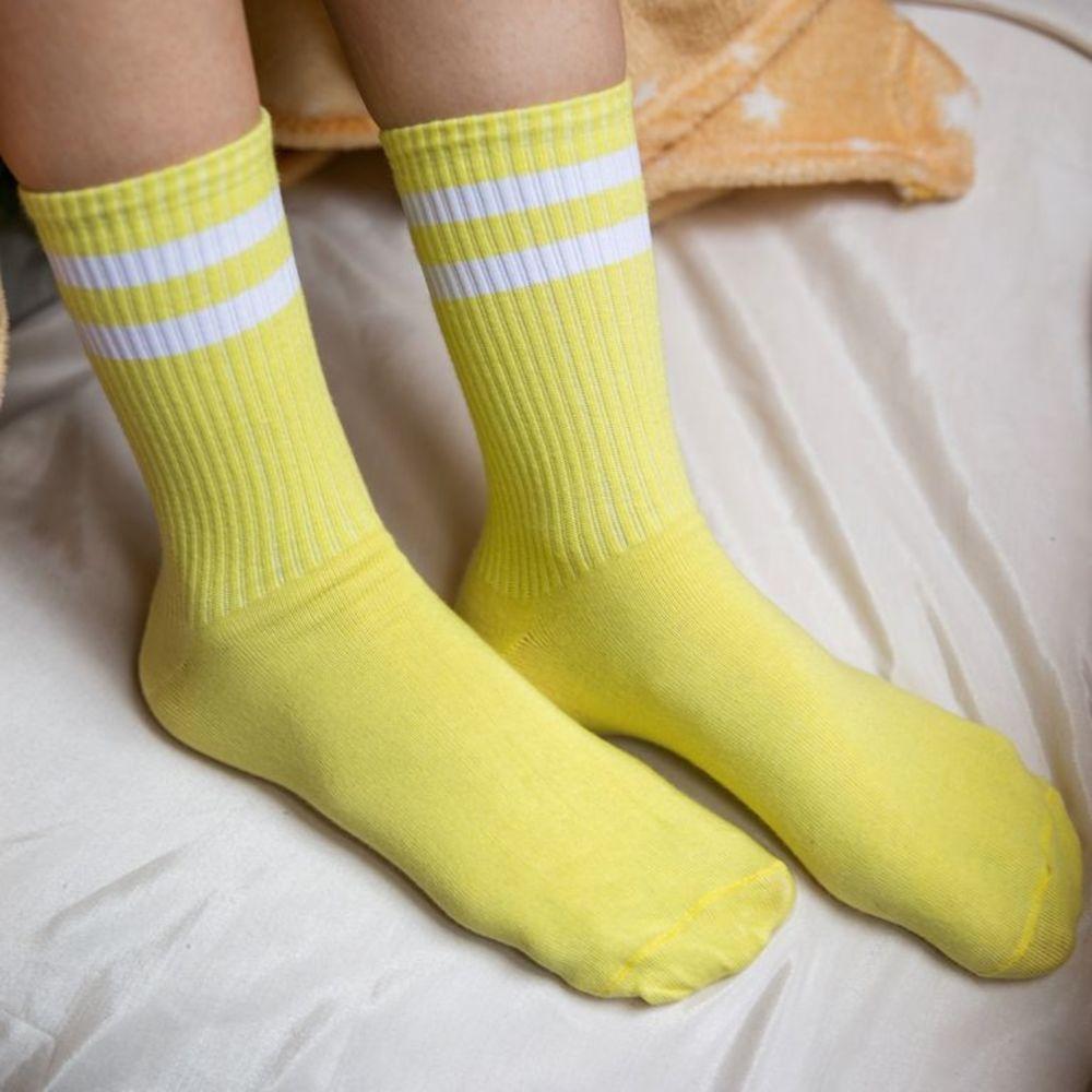 Жовті спортивні шкарпетки з білими смужками