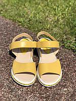 Женские босоножки желтый сандалии кожаные