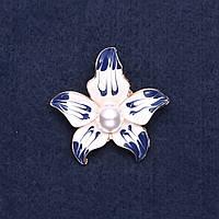Брошь Цветок сине белая эмаль 4см желтый металл купить оптом в интернет магазине