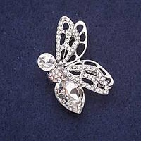 Брошь Мотылек стразы камни цвет белый 45х29мм серебристый металл купить оптом в интернет магазине