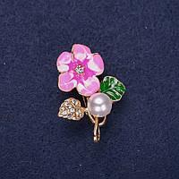 Брошь Цветок с жемчужной бусиной эмаль стразы цвет белый зеленый розовый 32х23мм золотистый металл купить