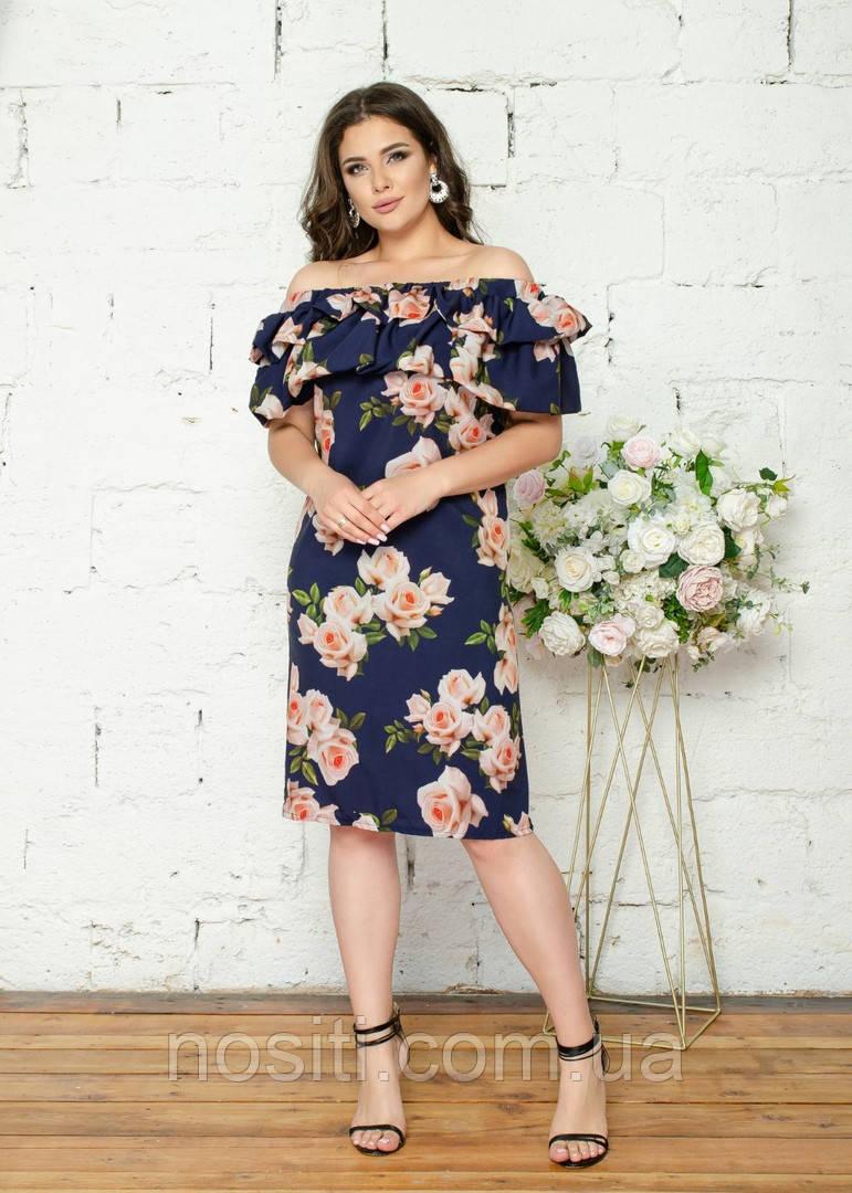 Батальное платье в цветок с открытыми плечами