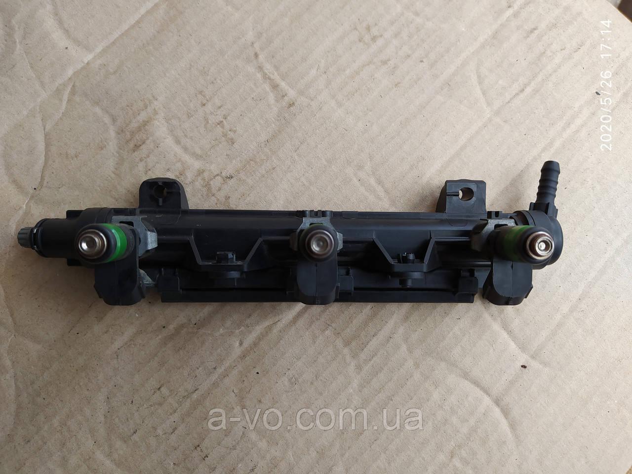Топливная рейка Skoda Fabia 1-2  VW Polo 1.2  03e133320a