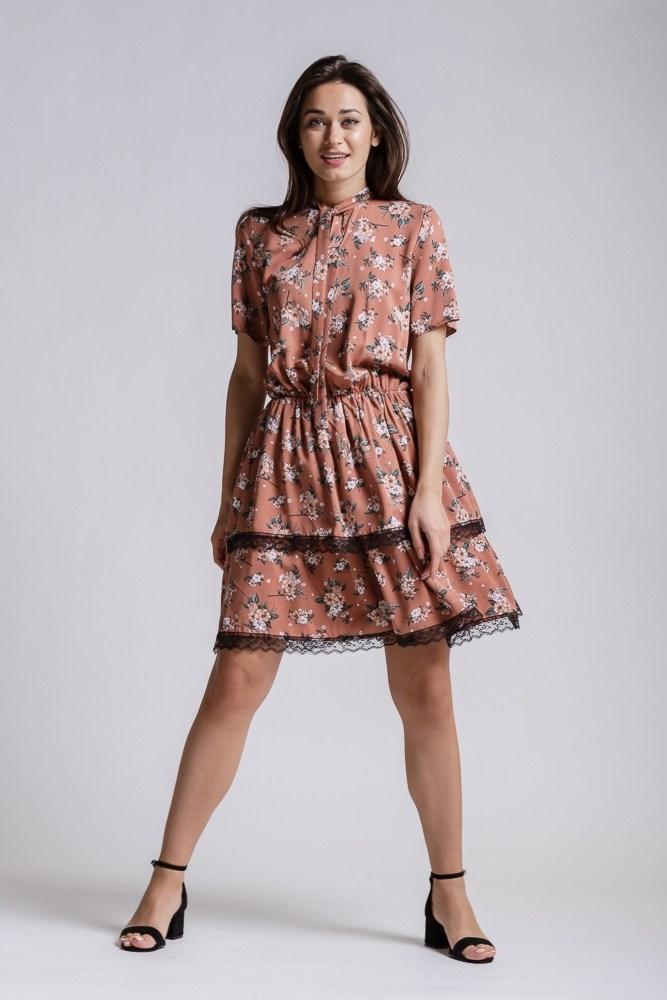 Жіноче плаття з мереживом
