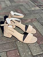 Женские босоножки замшевые бежевые на каблуке