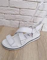 Модные женские босоножки   на платформе  36-41  белый