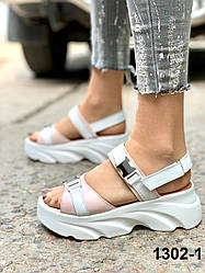 Босоніжки жіночі шкіряні пудра білі на платформі