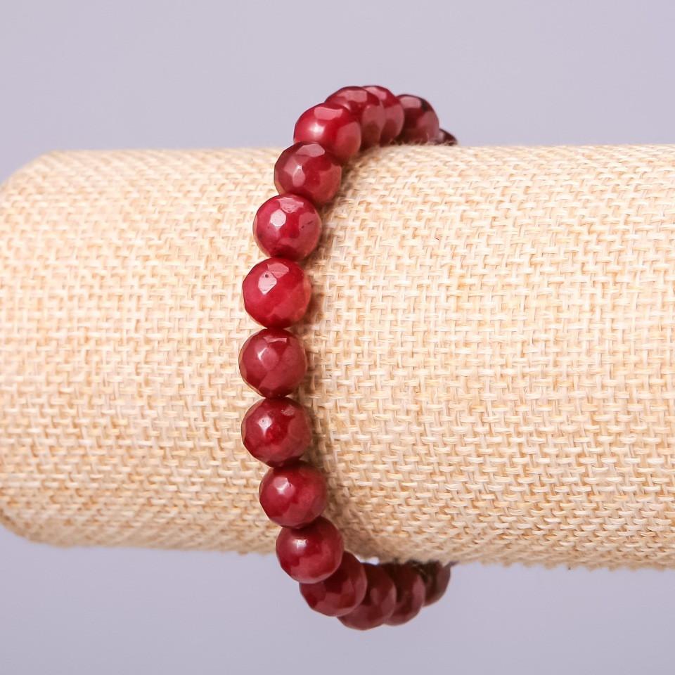 Браслет из натурального камня Турмалин темно малиновый матовый граненный шарик d-8мм обхват 18см на резинке