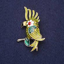 Брошь Попугай эмаль цвет зеленый белый красный 50х30мм золотистый металл