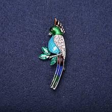 Брошь Попугай эмаль стразы цвет синий голубой зеленый белый 50х20мм серебристый металл
