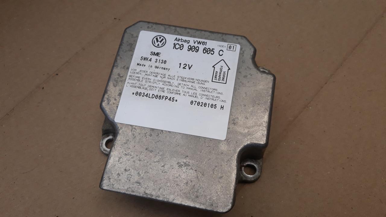 Блок управления Airbag пассат б5 рестайлинг  passat b5 + FL Lift 1C0909605C