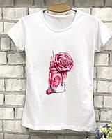 Красивая женская футболка с принтом