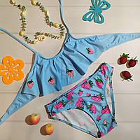 Раздельный детский купальник для девочки подростка с рисунком клубника, голубой