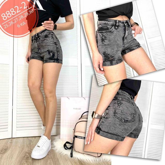 Женские джинсовые шорты темно-серого цвета с подворотами