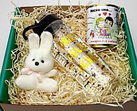 """Подарочный набор любимой """"Love is"""": пластиковая бутылка, игрушка-талисман зайка и консервированные носочки"""