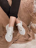 Белые кроссовки из перфорированной кожей