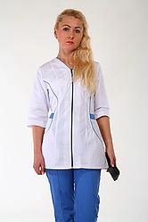 Женский медицинский костюм белый с голубым