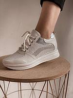 Белые кроссовки с серебряными вставками