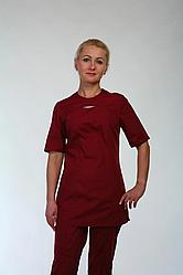 Жіночий медичний костюм бордового кольору
